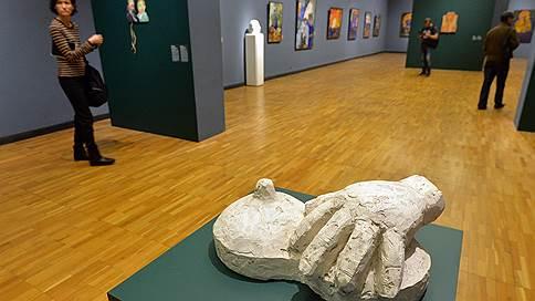 Полный соц-арт  / В здании Третьяковской галереи на Крымском Валу открылась выставка скульптур соц-артиста Леонида Сокова