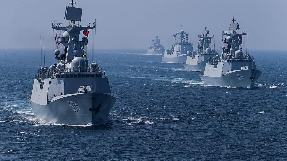 Япония всерьез опасается формирования российско-китайского военного альянса на Дальнем Востоке (на фото — совместные российско-китайские военно-морские учения в Южно-Китайском море в сентябре 2016 года)