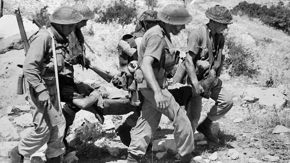 """""""Второй фронт во Франции требует больших жертв. Второй фронт во Франции подводит войну слишком близко к дому. Это может разбудить здесь сильные и опасные страсти"""" (на фото — высадка британских войск, 1944 год)"""