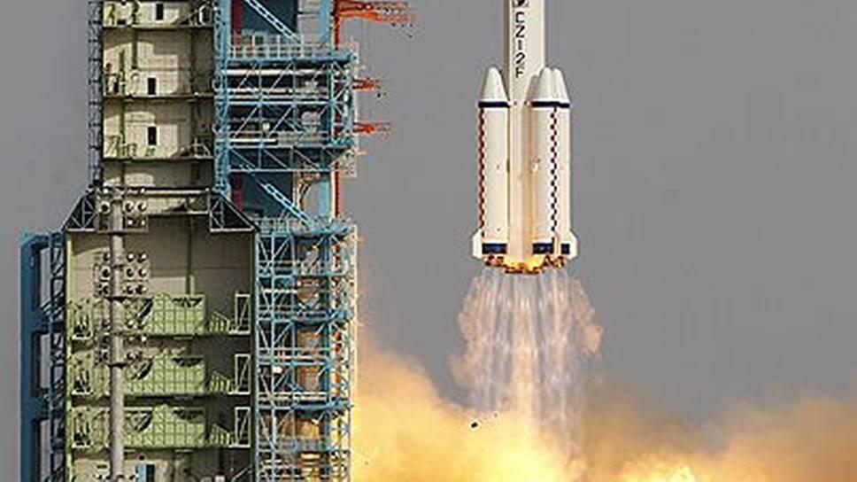 "Старт ракеты-носителя ""Чанчжэн-9"" с космодрома Сичан, 16 июня 2012 года"