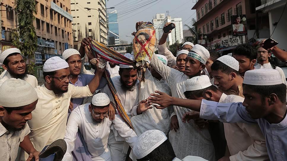 Не добравшись до живого лидера Бирмы (Мьянмы) Аун Сан Су Чжи, бангладешские мусульмане выместили свой гнев на ее чучеле