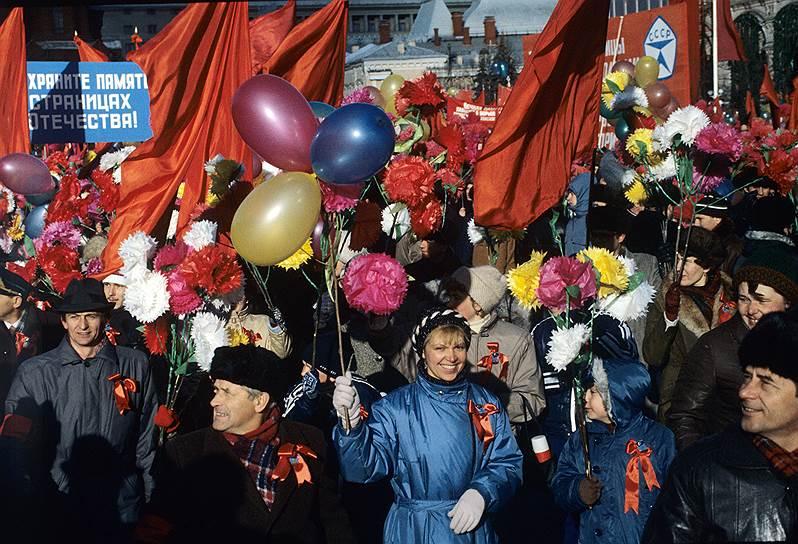 Последний круглый юбилей революции в статусе государственного праздника страна отмечала в 1987 году