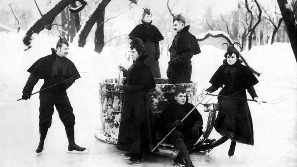 Конкурирующие между собой катки заманивали посетителей выступлениями на льду фигуристов и артистов