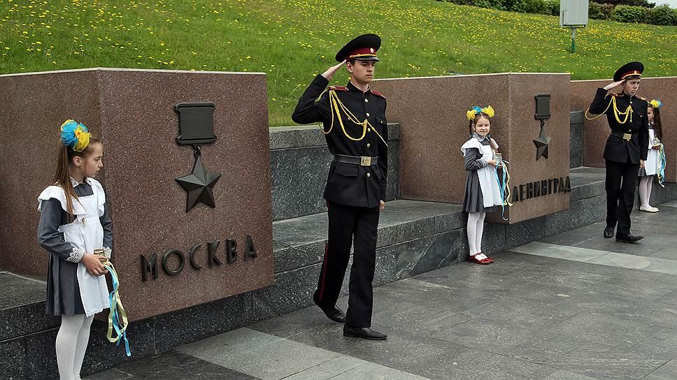 Если Ленины в стране теперь редкость, то мемориалы Великой Отечественной войны поддерживают в чистоте и сохранности