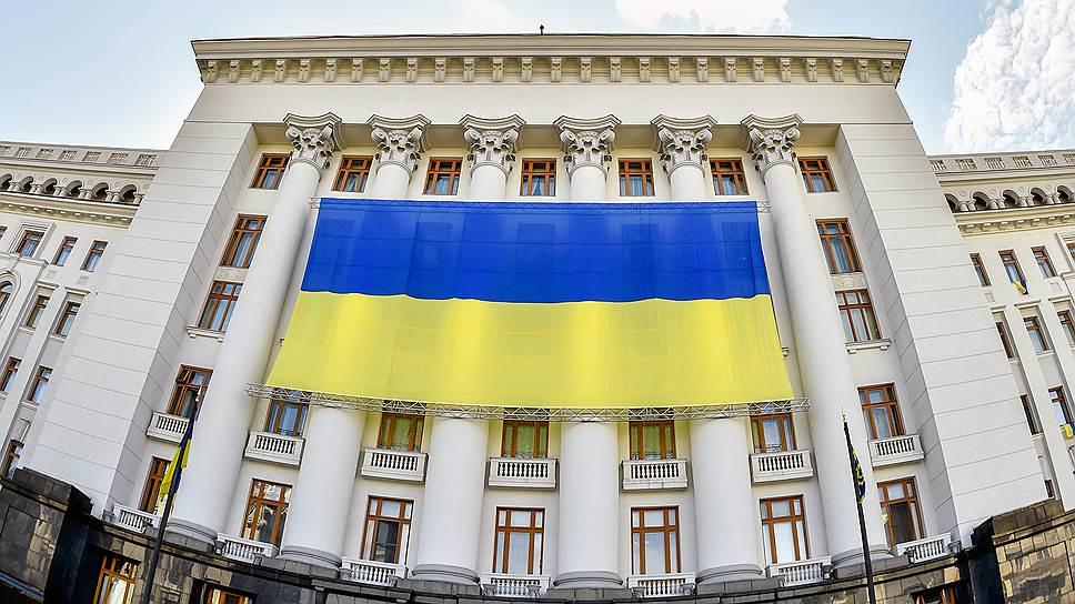 Стремление Украины на Запад заметно в обилии флагов ЕС, развевающихся по всей стране рядом с госучреждениями