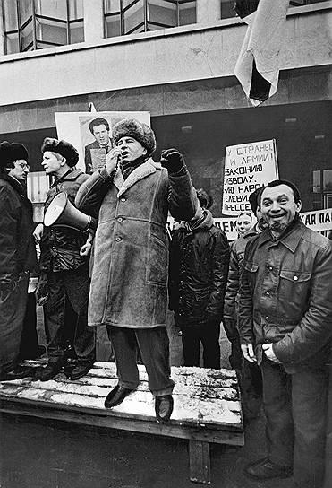 Прорыв в политической карьере Владимира Жириновского случился в 1991 году, когда он шел в президенты от малоизвестной ЛДПСС и занял третье место с 7,8% голосов