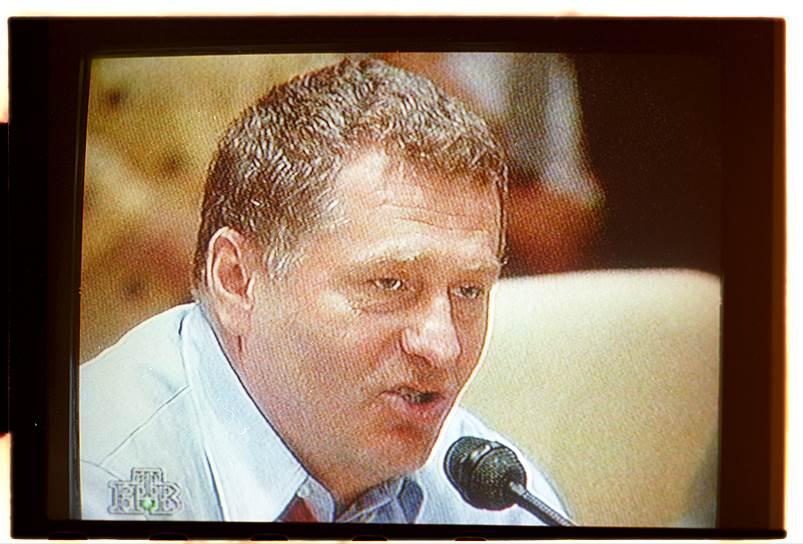 На президентских выборах 1996 года выдвижение Жириновского играло на руку власти: он агитировал голосовать против Геннадия Зюганова, чем помогал Борису Ельцину