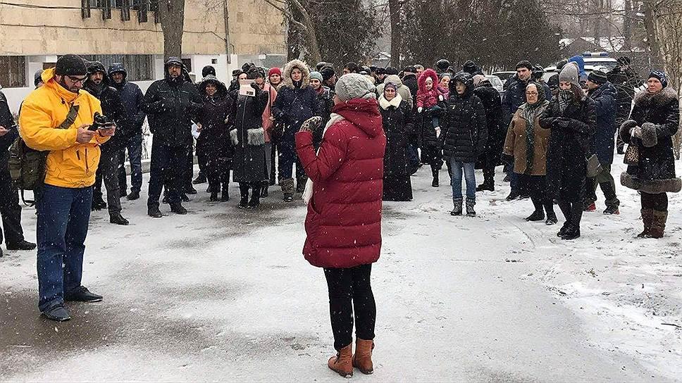 После прощальной экскурсии в Парке имени Ленинского комсомола, состоявшейся 20 января, жители Махачкалы проснулись