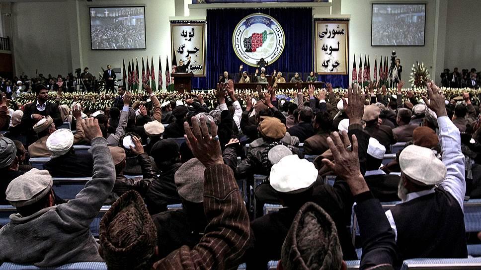 Лойя-джирга — всеафганский совет старейшин — дает возможность всем этническим группам влиять на высшую власть в Афганистане