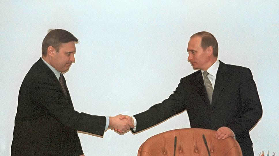 Когда Владимир Путин стал и. о. президента в 1999 году, практически сразу, за несколько месяцев до президентских выборов, стало понятно, что новым премьером станет Михаил Касьянов (слева)