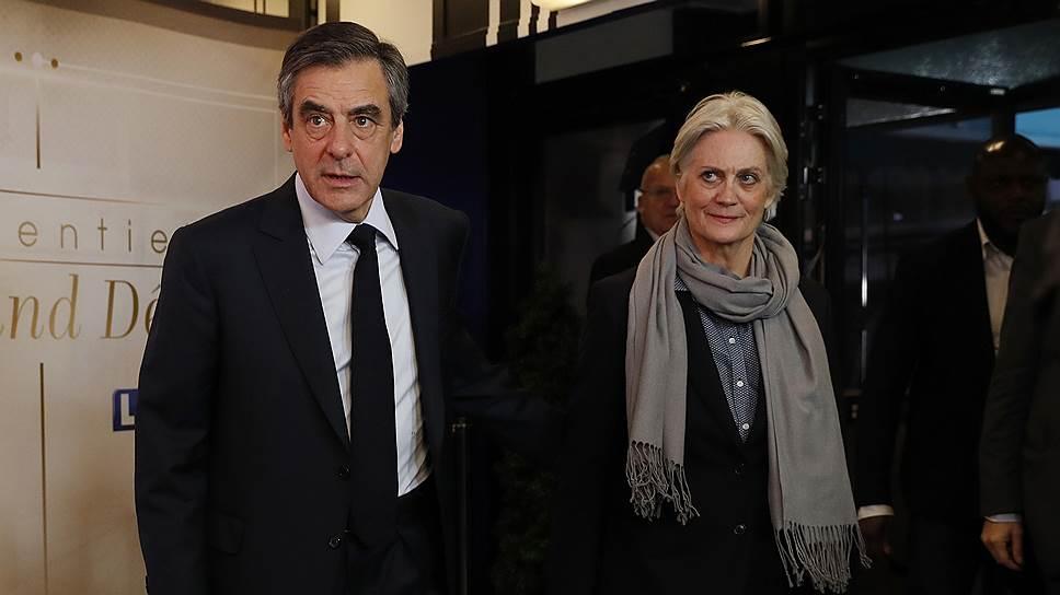 Кандидат в президенты Франции Франсуа Фийон (слева), работая в парламенте, выплатил своей помощнице-жене Пенелопе (справа) более €830 тыс.