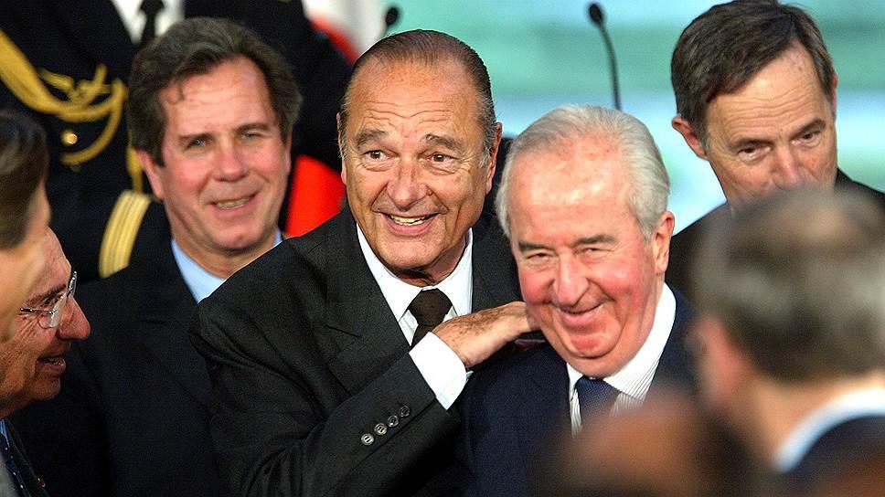 Жак Ширак, будучи мэром Парижа, создал несколько десятков фиктивных рабочих мест, а зарплаты выплачивал функционерам возглавляемой им партии