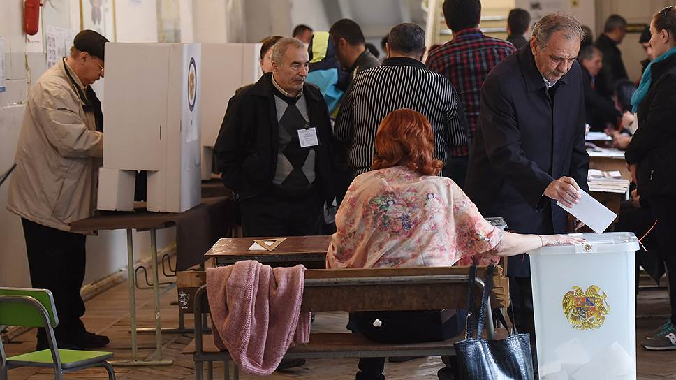 Армянская партия власти, Республиканская партия Армении, выиграла парламентские выборы, получив 49% голосов избирателей