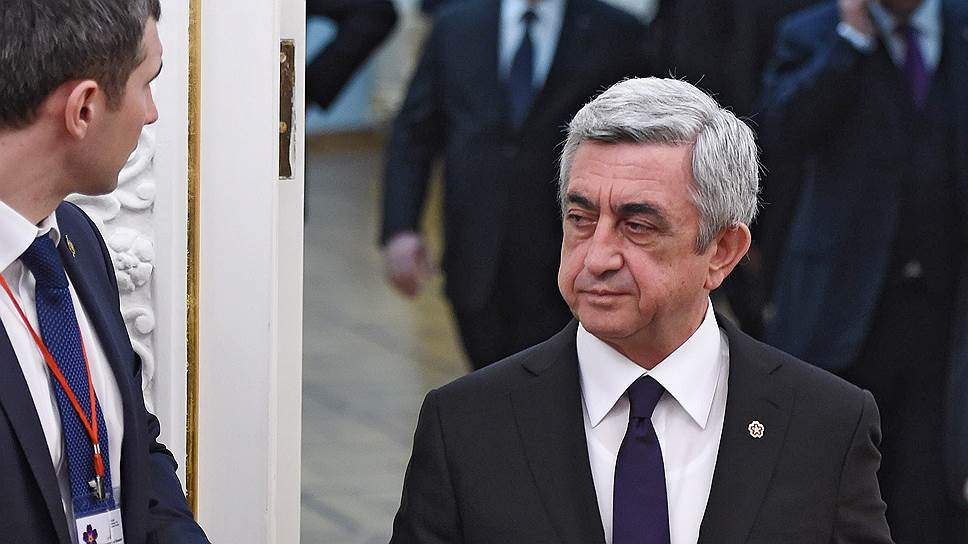 Переход к новой форме правления в Армении закончится в апреле 2018 года, когда завершится второй президентский срок Сержа Саргсяна. Новая конституция страны дает широкий выбор возможностей действующему президенту и его команде: он может занять кресло премьера, а может уйти из политики, оставив после себя лояльного преемника