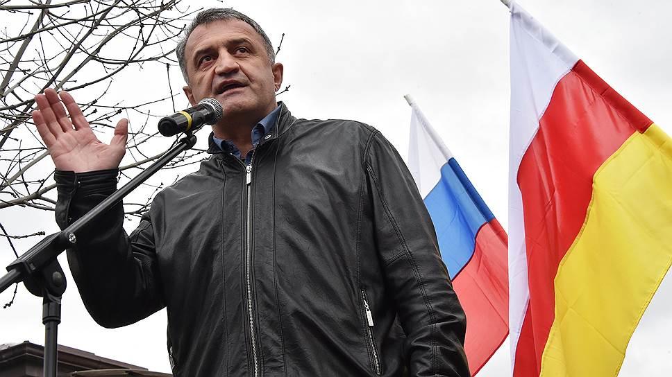 Победа Анатолия Бибилова на президентских выборах связана в первую очередь с его идеей о необходимости скорейшего вхождения Южной Осетии в состав России