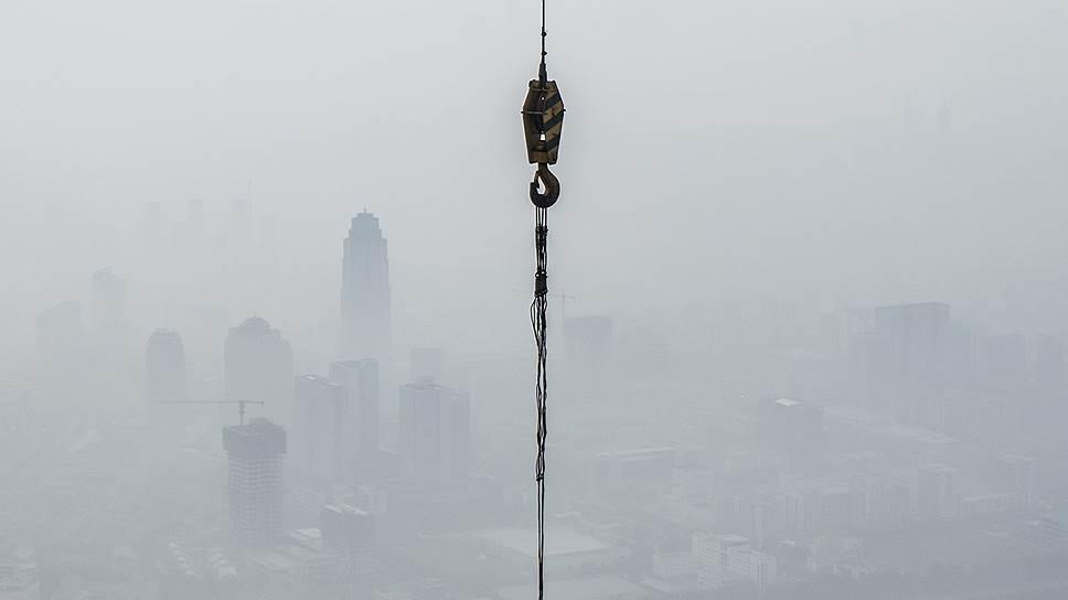 После того как Китай разобрался с падением юаня и возобновил крупные инвестиции в строительство, большинство индустриальных и развивающихся стран также перешли к экономическому росту (на фото — строительство небоскреба China 117 Tower высотой 597 м в Шанхае)
