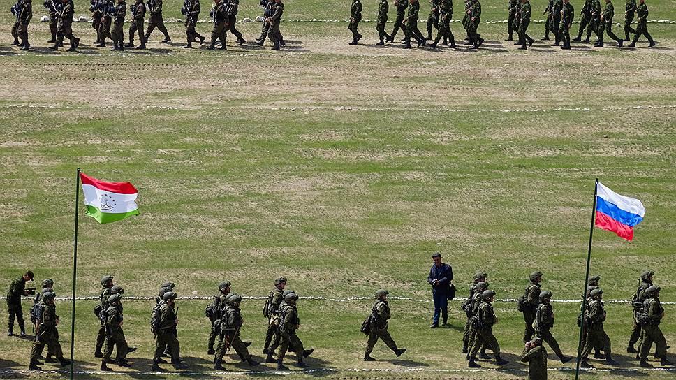 Для защиты своей границы с Афганистаном Таджикистану по-прежнему не обойтись без помощи России: в горах, где в основном проходят границы этой страны, требуются мобильные оперативные соединения, которыми таджикские вооруженные силы не обладают