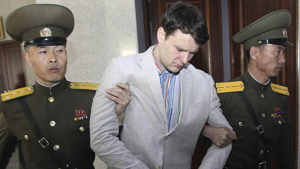 Более года американцы вели переговоры с КНДР об освобождении Отто Уормбира, не имея никакой информации о том, что он находится в коматозном состоянии