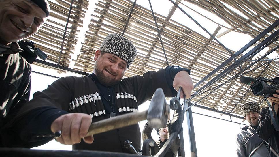 Владельцем самого большого дома среди губернаторов третий год подряд стал глава Чечни Рамзан Кадыров: согласно декларации, площадь его жилища составляет 2,3 тыс. кв. м