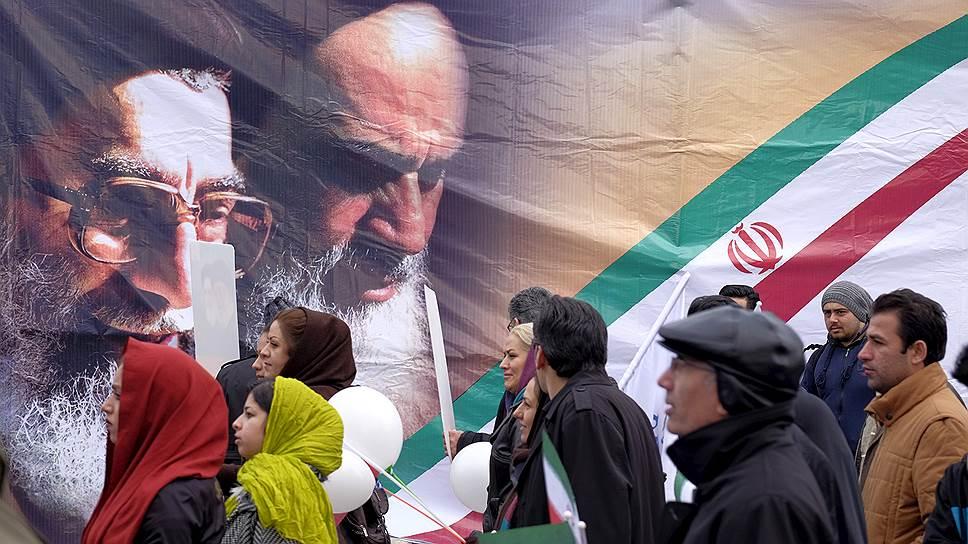 При всех механизмах, убавляющих демократичность власти иранского духовенства, политическая жизнь в этой стране — одна из самых ярких в регионе