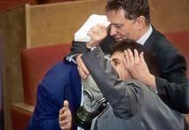 Депутат первого созыва Вячеслав Марычев (в противогазе) вряд ли был самым эффективным законодателем, но уж точно самым экстравагантным