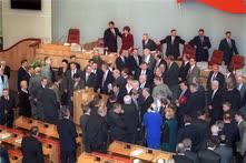 Фотография с последнего заседания каждого созыва присутствует в каждом депутатском альбоме — встретиться в том же составе никогда больше не получается