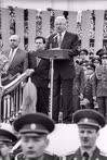 Председатель правительства России Виктор Черномырдин, председатель Государственной думы России Иван Рыбкин и президент России Борис Ельцин во время празднования Дня Победы на Поклонной горе