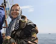 Председатель думского комитетапо экологии Наталья Комароваобследует предметведения непосредственно на месте