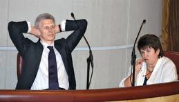 Видимое спокойствие в правительственной ложе не означает того, что министры не нервничают, особенно если вопросы касаются образования