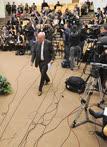 Если депутаты не попадают к Владимиру Познеру, то Владимир Познер приходит к ним