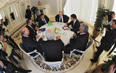 Руководству партии «Единая Россия» всегда было что обсудить со своим неформальным лидером Владимиром Путиным