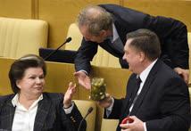 Когда работы в зале пленарных заседаний слишком много, депутатам приходится питаться прямо на рабочем месте