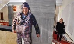 Подготовка к открытию выставки «Герой России — В.А. Шаманов», посвященной 60-летнему юбилею председателя комитета по обороне Владимира Шаманова
