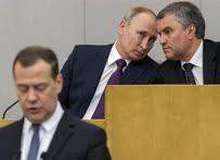 Президент Владимир Путин и спикер Госдумы Вячеслав Володин слушают выступление кандидата на пост премьер-министра Дмитрия Медведева