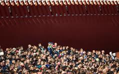 Май. Москва. Зрители во время генеральной репетиции военного парада, посвященного 72-й годовщине Победы в Великой Отечественной войне