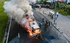 Май. Москва. Рейсовый автобус, загоревшийся на проспекте Вернадского