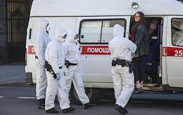 Detention of a woman in St. Petersburg on Gorokhovaya street near Admiralty Building.