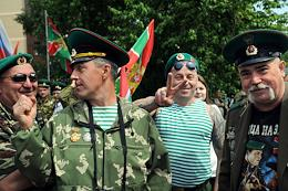 Reserve border guards celebrate Border Guards Day in the garden square of the 40th anniversary of Victory at the Monument to Border Guards in Novosibirsk.