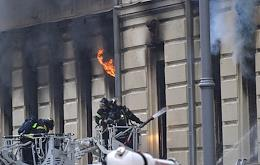 Fire in the apartment building at 24 Tverskaya street.