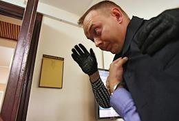 The trial of Advisor to the Head of Roskosmos, former reporter of the Kommersant Publishing House Ivan Safronov, detained on high treason suspicion, in the Lefortovsky District Court.