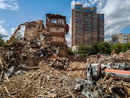 Genre photography. Demolition of the former Kommersant Publishing House office at 4 Vrubel Street performed by the Crush Mash company.