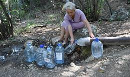 Due to the drought in Crimea, water supply schedules have been introduced in Simferopol and in Simferopol and Bakhchisarai districts. People store drinking water from mountain springs.