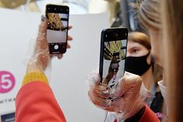 Pop-up store re: Store, opened to start selling iPhone 12 and iPhone12 Pro in Russia, in GUM.