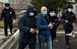 Single pickets against the appointment of the new Minister of Health of the Omsk Region, Alexander Murakhovsky, outside the Ministry of Health in Omsk.