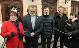 Press conference of the Association of Independent Deputies, supported by deputies of the Moscow City Duma, where the deputies announced their demand for a public hearing before the adoption of the Moscow budget for 2021–2023. The press conference was held outside the Moscow State Duma.