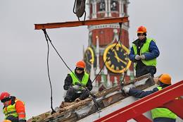 Installation of a GUM skating rink on Red Square.