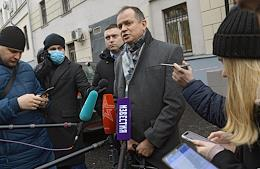 Consideration of the investigation's petition to extend the arrest of the adviser to the head of Roscosmos, former journalist of the Kommersant newspaper Ivan Safronov, at the Lefortovo District Court.