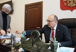 Interview with the rector of the Nizhny Novgorod Technical University (NSTU) Sergei Dmitriev in his office.
