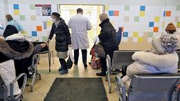 Mariinsky hospital, admission department. The Mariinsky Hospital returns to before COVID mode of operation. Of the 560 infectious diseases beds, 92 were left. Most of the departments were transferred to the green zone.