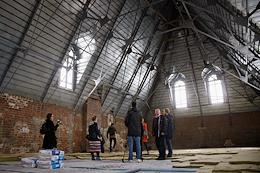 Press tour to the Feshin Kazan Art School for restoration work.